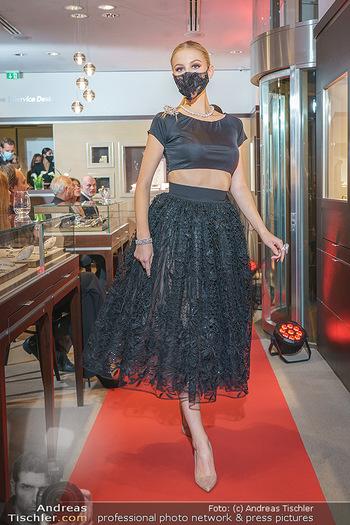 Silvia Schneider- the black collection - Bucherer, Wien - Mo 05.10.2020 - Model am Laufsteg80