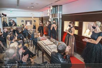 Silvia Schneider- the black collection - Bucherer, Wien - Mo 05.10.2020 - Model am Laufsteg82