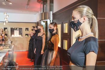 Silvia Schneider- the black collection - Bucherer, Wien - Mo 05.10.2020 - Model am Laufsteg83