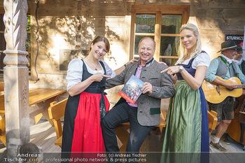 Harry Prünster Buchpräsentation - Tirolerhof Schönbrunn - Do 08.10.2020 - Harry PRÜNSTER mit Tochter Vera, Niko FECHTER15