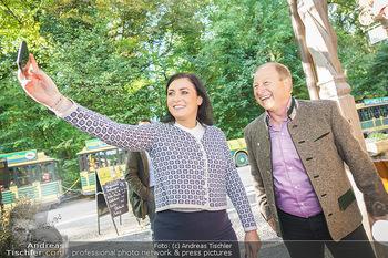 Harry Prünster Buchpräsentation - Tirolerhof Schönbrunn - Do 08.10.2020 - Elisabeth KÖSTINGER macht Selfie mit Harry PRÜNSTER21