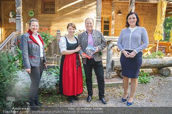 Harry Prünster Buchpräsentation - Tirolerhof Schönbrunn - Do 08.10.2020 - Elisabeth KÖSTINGER, Harry PRÜNSTER mit Tochter Vera, Elisabet25