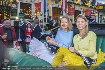 Richard Lugner 88. Geburtstag - Marchfelderhof - Sa 10.10.2020 - Ankunft Andrea (Goldfisch) und Anastasia (Katzi)5
