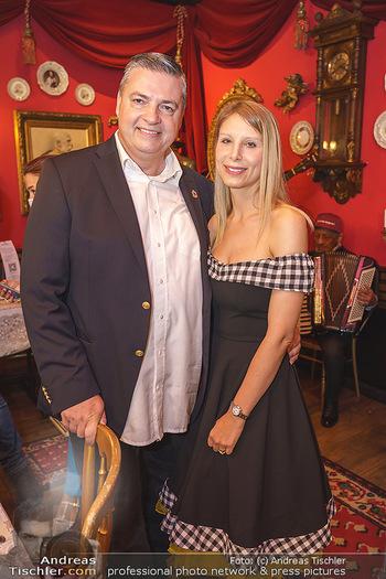 Richard Lugner 88. Geburtstag - Marchfelderhof - Sa 10.10.2020 - Anastasia (Katzi) mit Uli WÜLLENWEBER29