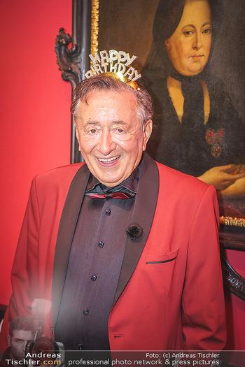 Richard Lugner 88. Geburtstag - Marchfelderhof - Sa 10.10.2020 - Richard LUGNER (Portrait Happy Birthday Schriftzug)37