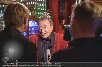 Richard Lugner 88. Geburtstag - Marchfelderhof - Sa 10.10.2020 - Richard LUGNER gibt Dominic HEINZL ein Interview42
