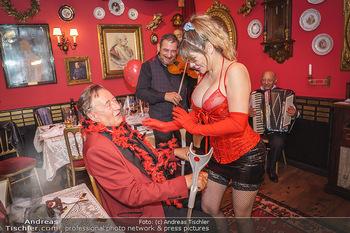 Richard Lugner 88. Geburtstag - Marchfelderhof - Sa 10.10.2020 - Richard LUGNER mit Stripperin87