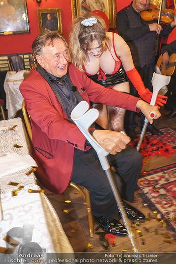 Richard Lugner 88. Geburtstag - Marchfelderhof - Sa 10.10.2020 - Richard LUGNER mit Stripperin118