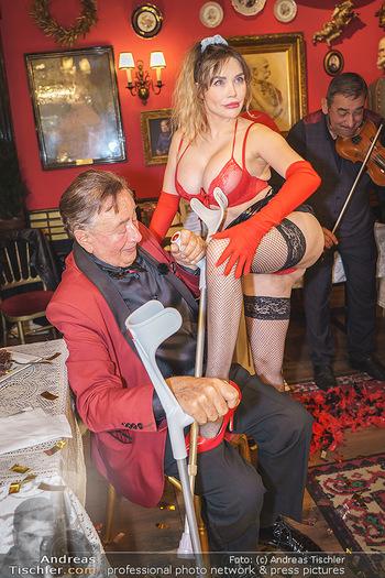Richard Lugner 88. Geburtstag - Marchfelderhof - Sa 10.10.2020 - Richard LUGNER mit Stripperin123