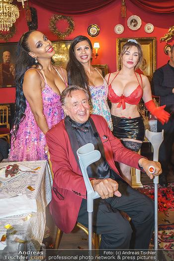 Richard Lugner 88. Geburtstag - Marchfelderhof - Sa 10.10.2020 - Richard LUGNER, Stripperin, Bahati VENUS, Nina BRUCKNER143