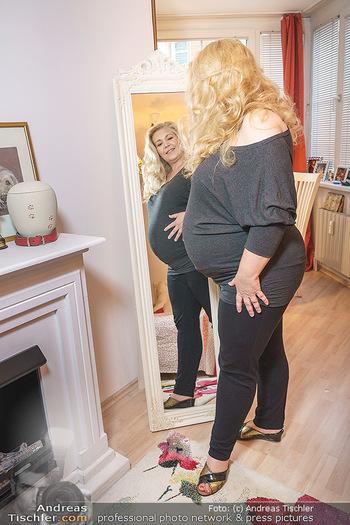 Susanna Hirschler Homestory mit Babybauch - Privatwohnung Wien - Do 15.10.2020 - Susanna HIRSCHLER14
