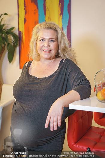 Susanna Hirschler Homestory mit Babybauch - Privatwohnung Wien - Do 15.10.2020 - Susanna HIRSCHLER (Portrait)27