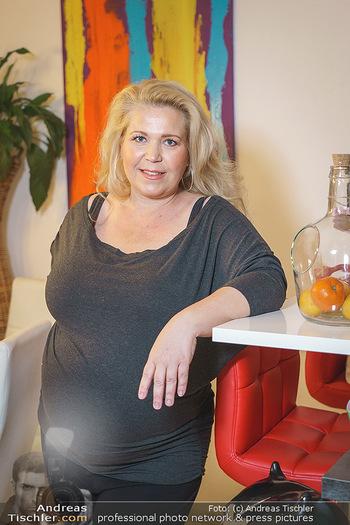 Susanna Hirschler Homestory mit Babybauch - Privatwohnung Wien - Do 15.10.2020 - Susanna HIRSCHLER (Portrait)28