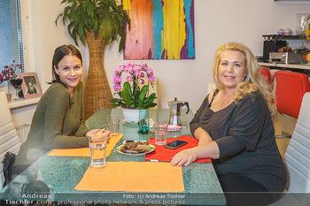 Susanna Hirschler Homestory mit Babybauch - Privatwohnung Wien - Do 15.10.2020 - Susanna HIRSCHLER, Romina COLERUS29