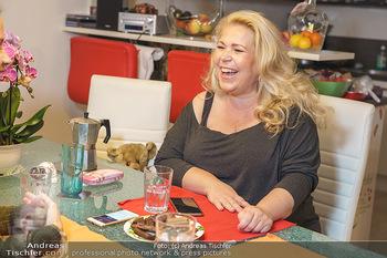 Susanna Hirschler Homestory mit Babybauch - Privatwohnung Wien - Do 15.10.2020 - Susanna HIRSCHLER31
