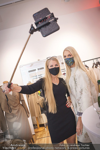 Grand Opening - Modeatelier Alina Dax - Sa 17.10.2020 - Beatrice KÖRMER, Evelyn RILLE machen Selfie39