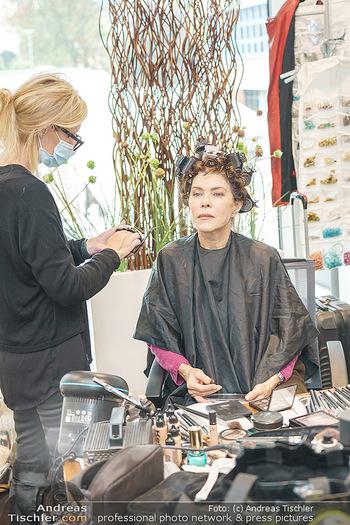 DAC Kalendershooting - BMW Wien Heiligenstadt - Mo 19.10.2020 - Anja KRUSE in der Maske, beim Schminken und Styling, backstage32