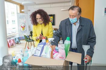 Lugners spenden Putzmittel - Kinderhilfehaus Wien - Di 20.10.2020 - Richard und Christina LUGNER9
