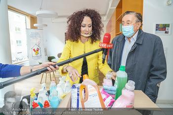 Lugners spenden Putzmittel - Kinderhilfehaus Wien - Di 20.10.2020 - Richard und Christina LUGNER10