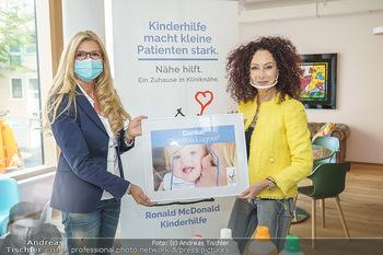 Lugners spenden Putzmittel - Kinderhilfehaus Wien - Di 20.10.2020 - Karin SCHMIDT, Christina LUGNER15