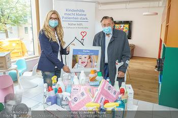 Lugners spenden Putzmittel - Kinderhilfehaus Wien - Di 20.10.2020 - Karin SCHMIDT, Richard LUGNER17