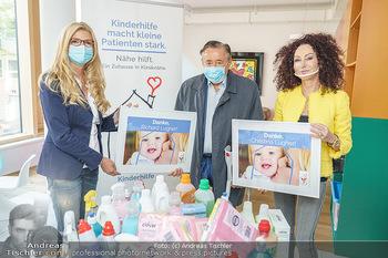 Lugners spenden Putzmittel - Kinderhilfehaus Wien - Di 20.10.2020 - Richard und Christina LUGNER, Karin SCHMIDT19