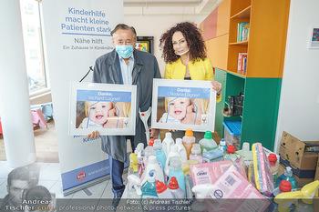 Lugners spenden Putzmittel - Kinderhilfehaus Wien - Di 20.10.2020 - Richard und Christina LUGNER20