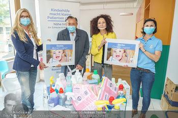 Lugners spenden Putzmittel - Kinderhilfehaus Wien - Di 20.10.2020 - Richard und Christina LUGNER, Karin SCHMIDT, Petra RIEDL23