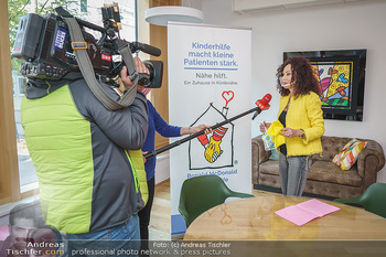 Lugners spenden Putzmittel - Kinderhilfehaus Wien - Di 20.10.2020 - 30