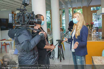 Lugners spenden Putzmittel - Kinderhilfehaus Wien - Di 20.10.2020 - 31