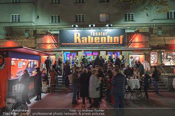 Premiere ´Der Herr Karl´ - Rabenhof Theater, Wien - Di 20.10.2020 - Publikum und Bar vor dem Rabenhof Theater (wegen Corona im Freie21