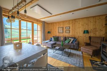 Neue Chalets am Schneeberg - Puchberg am Schneeberg - Fr 23.10.2020 - Wohnraum Wohnzimmer Terrasse living modern Esstisch Kamin Holz g15