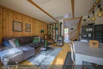 Neue Chalets am Schneeberg - Puchberg am Schneeberg - Fr 23.10.2020 - Wohnraum Wohnzimmer Terrasse living modern Esstisch Kamin Holz g16