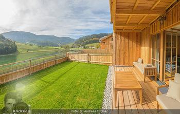 Neue Chalets am Schneeberg - Puchberg am Schneeberg - Fr 23.10.2020 - Terrasse, Balkon mit Rasen und Ausblick auf See und Natur18