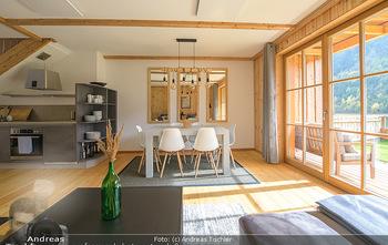 Neue Chalets am Schneeberg - Puchberg am Schneeberg - Fr 23.10.2020 - Wohnraum Wohnzimmer Terrasse living modern Esstisch Kamin Holz g20