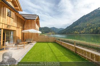 Neue Chalets am Schneeberg - Puchberg am Schneeberg - Fr 23.10.2020 - Terrasse, Balkon mit Rasen und Ausblick auf See und Natur, Rollr21