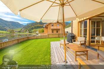 Neue Chalets am Schneeberg - Puchberg am Schneeberg - Fr 23.10.2020 - Terrasse, Balkon mit Rasen und Ausblick auf See und Natur, Rollr22