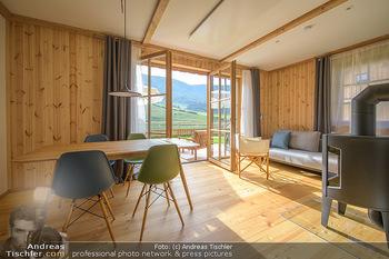 Neue Chalets am Schneeberg - Puchberg am Schneeberg - Fr 23.10.2020 - Wohnraum Wohnzimmer Terrasse living modern Esstisch Kamin Holz g24