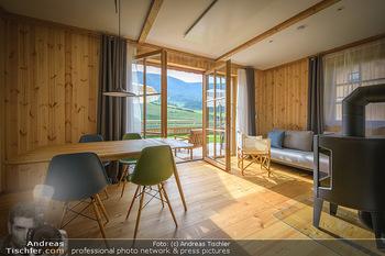 Neue Chalets am Schneeberg - Puchberg am Schneeberg - Fr 23.10.2020 - Wohnraum Wohnzimmer Terrasse living modern Esstisch Kamin Holz g25