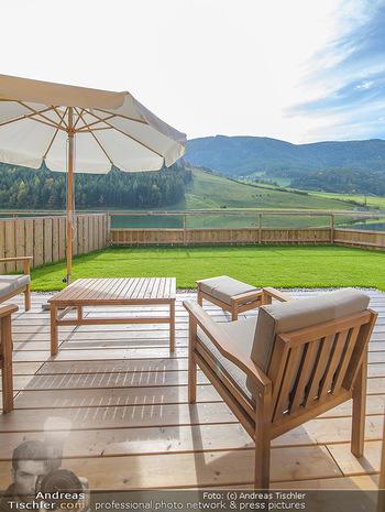 Neue Chalets am Schneeberg - Puchberg am Schneeberg - Fr 23.10.2020 - Terrasse, Balkon mit Rasen und Ausblick auf See und Natur26