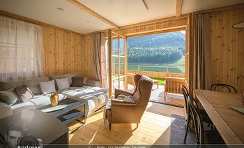 Neue Chalets am Schneeberg - Puchberg am Schneeberg - Fr 23.10.2020 - Wohnraum Wohnzimmer Terrasse living modern Esstisch Kamin Holz g31
