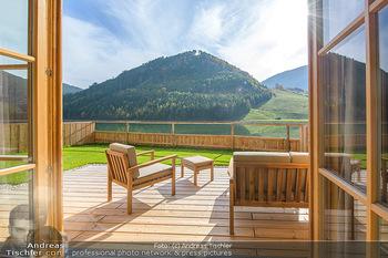 Neue Chalets am Schneeberg - Puchberg am Schneeberg - Fr 23.10.2020 - Terrasse, Balkon mit Rasen und Ausblick auf See und Natur32