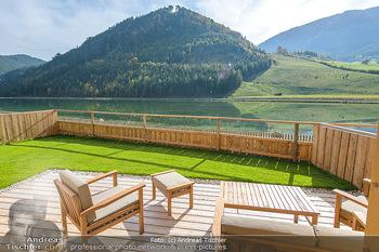 Neue Chalets am Schneeberg - Puchberg am Schneeberg - Fr 23.10.2020 - Terrasse, Balkon mit Rasen und Ausblick auf See und Natur33