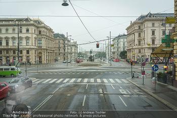 Big Bus Citytour - Wien - So 25.10.2020 - Schwarzenbergplatz Wien ohne Autos, kein Verkehr2