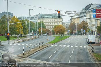 Big Bus Citytour - Wien - So 25.10.2020 - Karlsplatz Wien ohne Verkehr, menschenleer, Straße, Fahrspuren5
