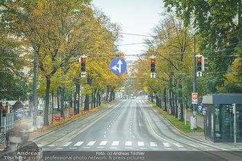 Big Bus Citytour - Wien - So 25.10.2020 - Ringstraße Opernring Wien ohne Verkehr, menschenleer, Fahrspure8