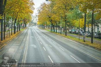 Big Bus Citytour - Wien - So 25.10.2020 - Ringstraße Opernring Wien ohne Verkehr, menschenleer, Fahrspure11