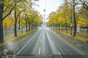 Big Bus Citytour - Wien - So 25.10.2020 - Ringstraße Opernring Wien ohne Verkehr, menschenleer, Fahrspure13
