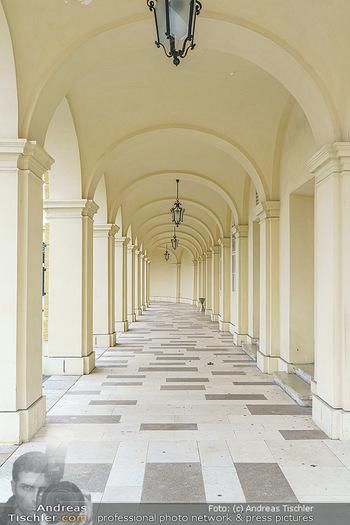 Big Bus Citytour - Wien - So 25.10.2020 - Architektur bei Schloss Schönbrunn in Wien, Torbogen, Durchgang31