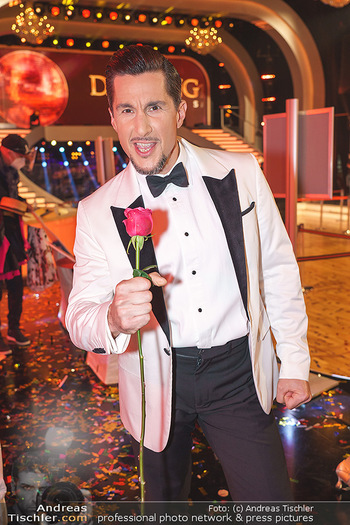 Dancing Stars 2020 Finale - ORF Zentrum - Fr 27.11.2020 - Balasz EKKER (Portrait mit Rose)17